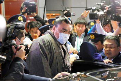 Harumafuji prend sa retraite