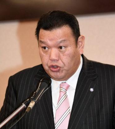 Un ancien lutteur porte plainte contre Kasugano oyakata
