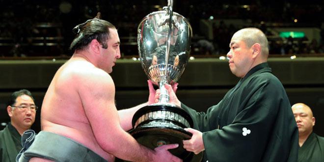 Finale – Le nouveau champion Tochinoshin termine le tournoi avec style