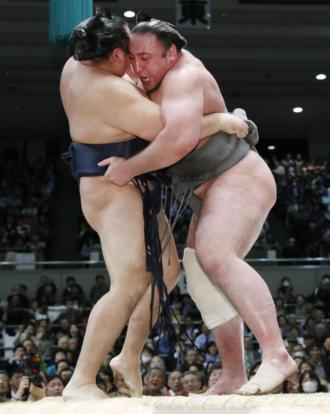 Tochinoshin stoppe Kakuryu