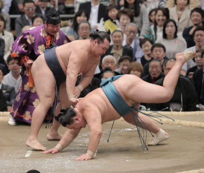 Kakuryu s'impose sans effort