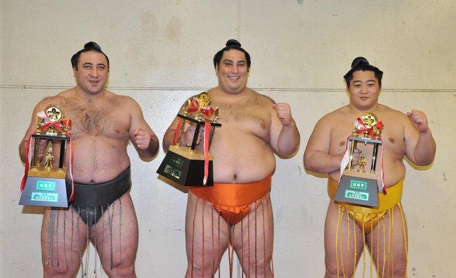 Tochinoshin, Kaisei et Endo