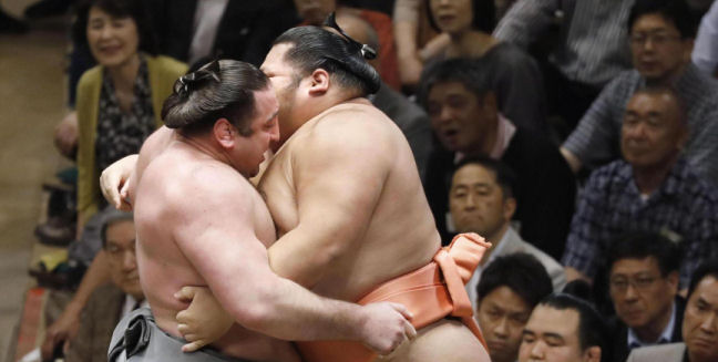 J10 – Tochinoshin virtuellement ozeki !