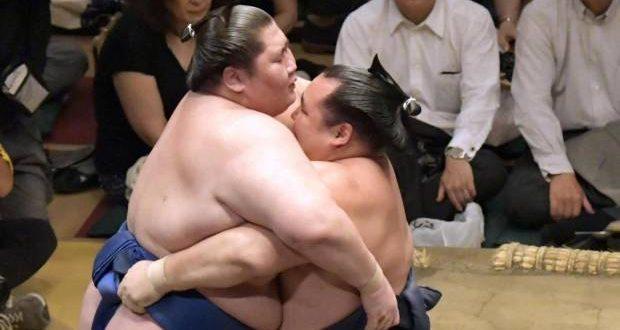 J13 – Kakuryu rejoint Tochinoshin en tête du tournoi