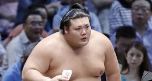 Mitakeumi à une victoire du yusho