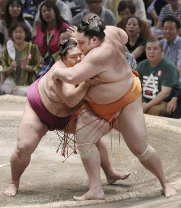 Mitakeumi remporte sa onzième victoire