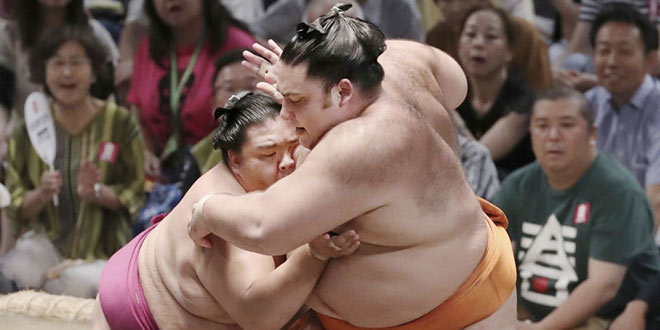 J11 – Mitakeumi remporte sa onzième victoire