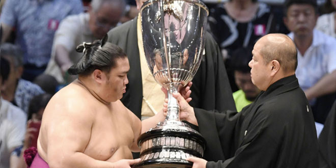 Finale – Premier titre en makuuchi pour Mitakeumi