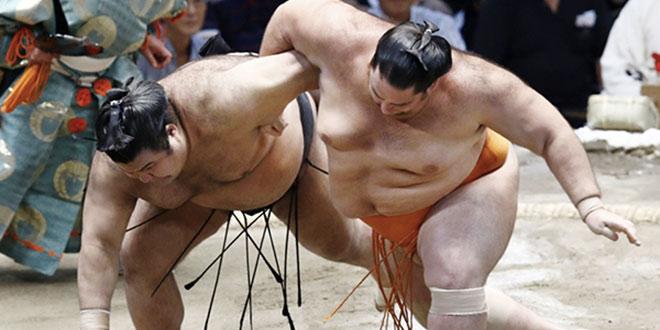 J10 – Mitakeumi domine, Takayasu mord la poussière