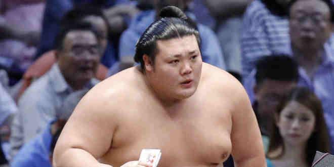 J13 – Mitakeumi à une victoire du yusho