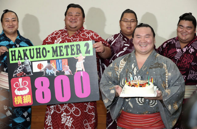 Hakuho célèbre sa 800eme victoire en tant que yokozuna