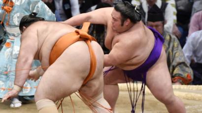 Takakeisho seul en tête