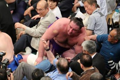 Tochinoshin éjecté dans le public