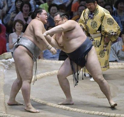 Kakuryu s'empare seul de la tête du tournoi