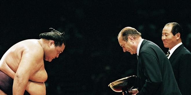 Jacques Chirac et le sumo : le premier fan