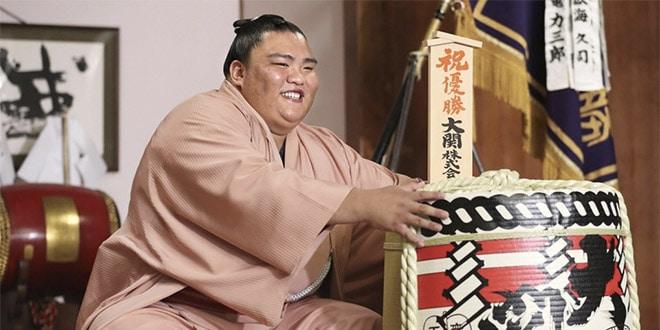 Mitakeumi interviews yusho