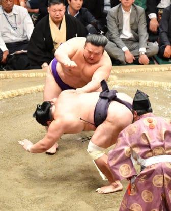 Takakeisho abat Myogiryu