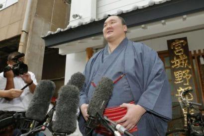 Hakuhô annonce son changement de nationalité