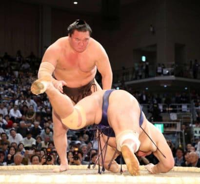 Hakuho renverse Hokutofuji