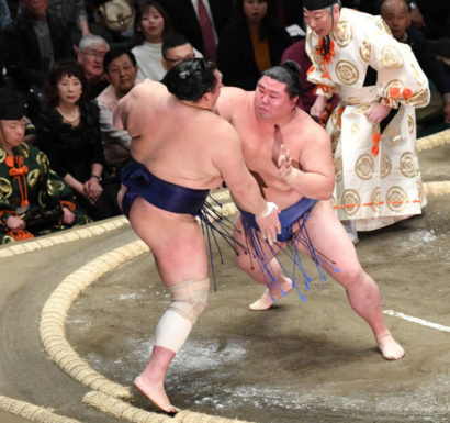 Shodai repousse Hokutofuji