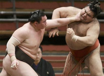 Hakuho garde le cap