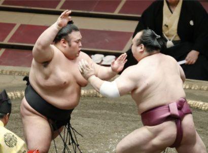 Takakeisho repoussant Takarafuji