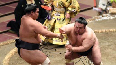 Takakeishô repousse Terutsuyoshi