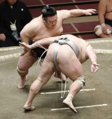 Takakeishô défait Hokutofuji