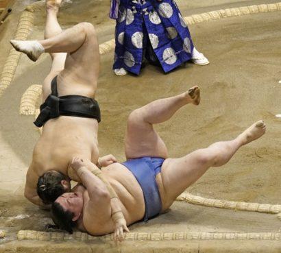 Shodai basculé par Okinoumi