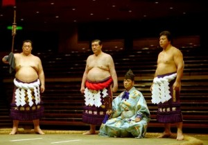 kenreki dohyo-iri du yokozuna Taiho avec Kitanoumi et Chiyonofuji