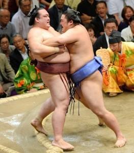 Défaite de Kisenosato face à Okinoumi