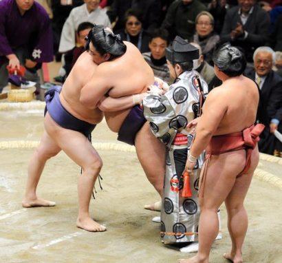 Sadanofuji perd son mawashi contre Tokitenku