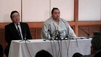 Kakuryu avec Izutsu oyakata