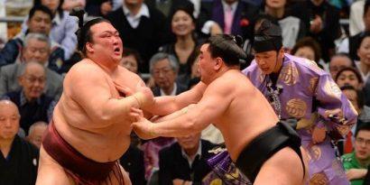 Harumafuji sort de la course au yûshô