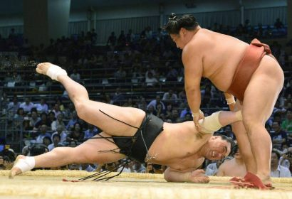 Harumafuji, premier yokozuna défait en perdant face à Yoshikaze