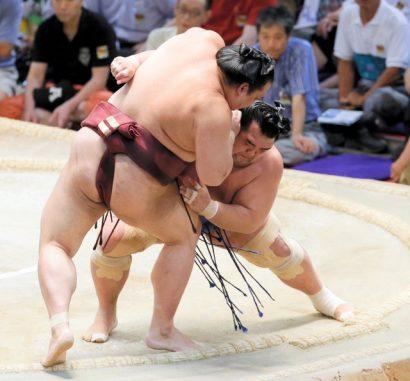 Choc des ôzeki : Kotoshogiku l'emporte sur Kisenosato