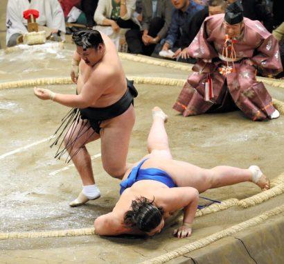 Première défaite pour Ichinojo face à Ikioi