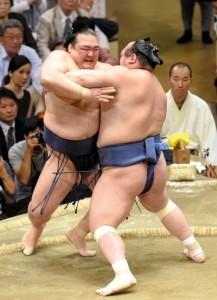 Kisenosato en perte de vitesse contre Takarafuji