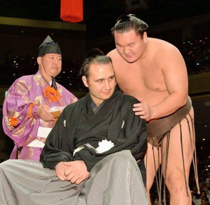 Le yokozuna Hakuho lors du danpatsu shiki de Kotooshu