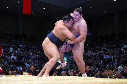 Kakuryû seul en tête du tournoi contre Ichinojo