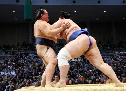 Faux pas de Kisenosato contre Aoiyama