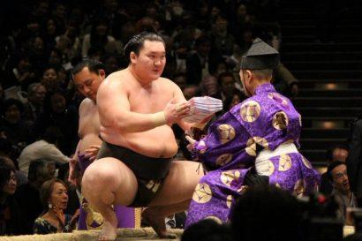 Hakuhô bat le record de Taihô : 33 titres!