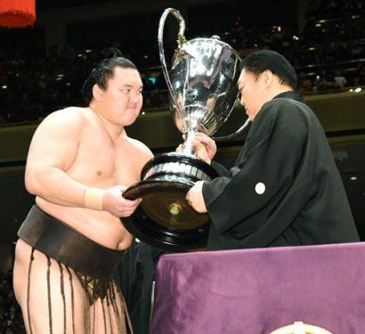 Hakuho remporte son 33ème titre