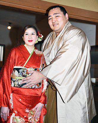 Kakuryu avec sa fiancée Dashnyam Munkhzaya