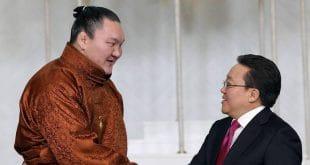 Hakuho avec le président de la Mongolie