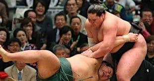 Le sekiwake Terunofuji contre Takayasu