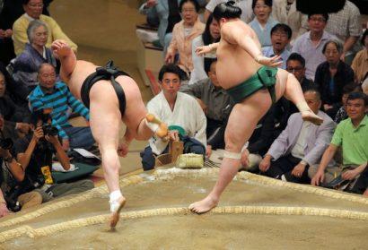 Premier kinboshi pour Sadanoumi qui bat Harumafuji