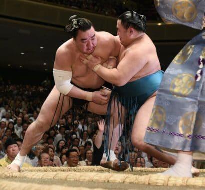 Kinboshi pour Tamawashi qui sort le yokozuna Harumafuji