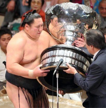 Kyukutenho remporte le tournoi