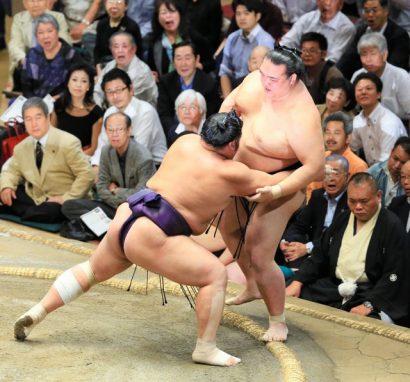 Kisenosato quitte le peloton après sa défaite contre Tochiozan